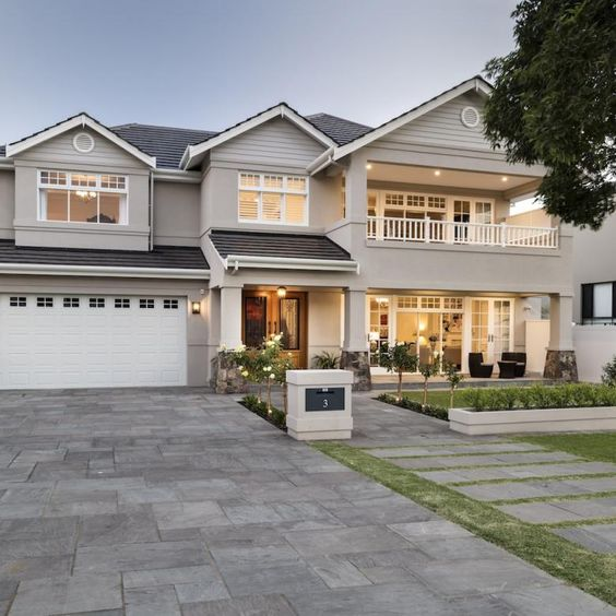 Casa americana residencial con cochera