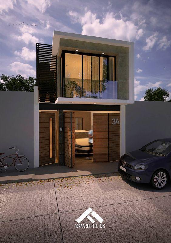 Casa angosta con fachada de cristal y madera