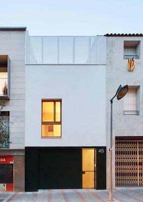 Casa angosta con frente sencillo