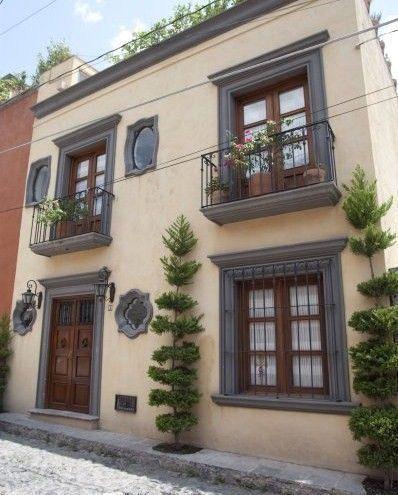 Casa antigua con estilo colonial