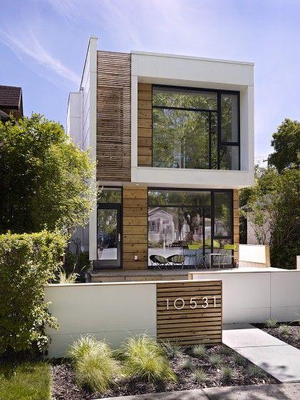 Casa de 2 pisos con fachada moderna