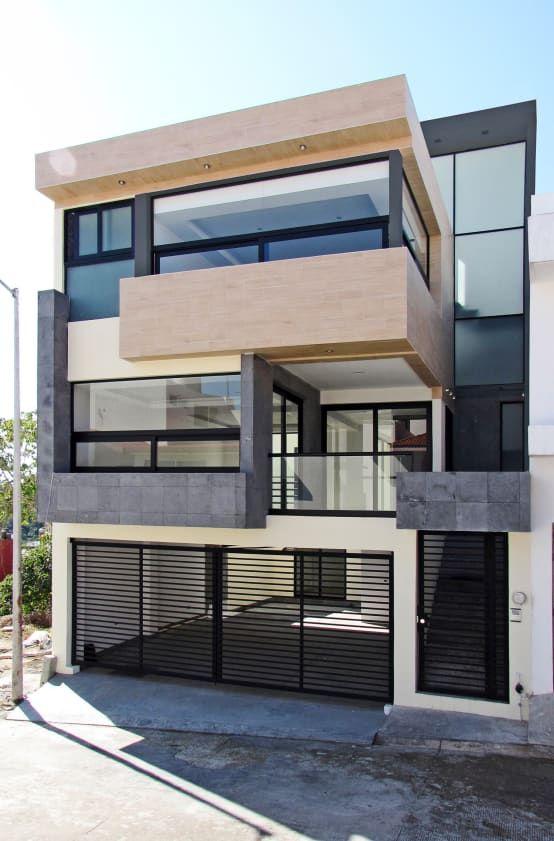 Casa de 3 pisos con forma cuadrada