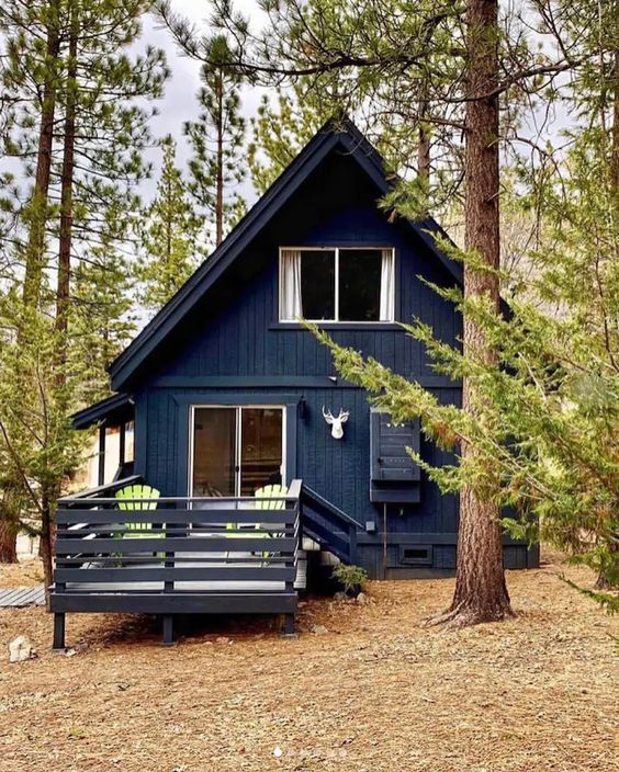 Casa de madera tradicional en madera oscura