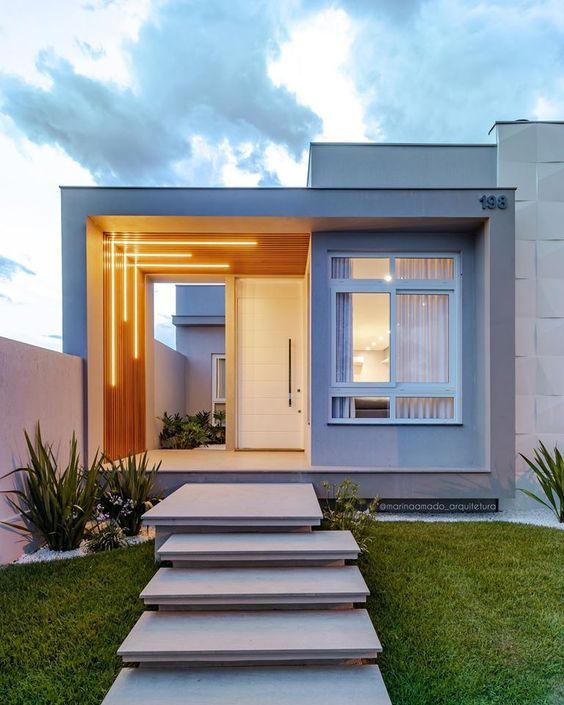 Casa moderna pequeña con fachada cuadrada