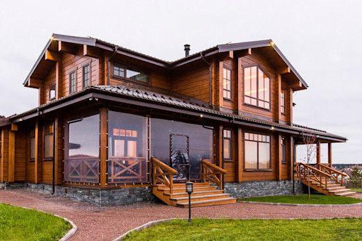 Casa rústica moderna con ventanales