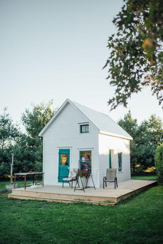 Casa sencilla de madera blanca