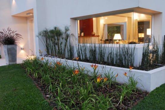 Fachada con jardineras dobles