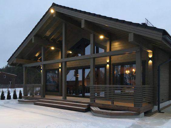 Fachada con madera oscura para casa