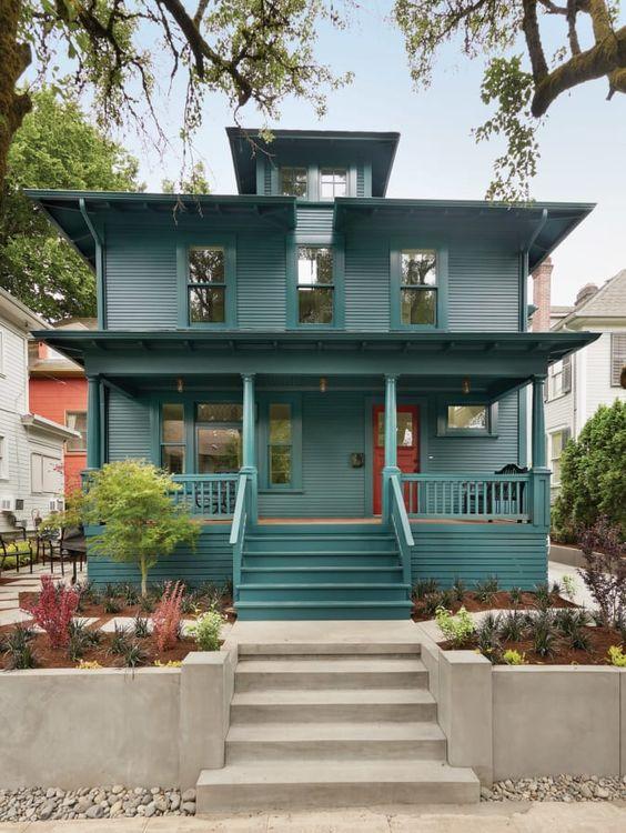 Fachada de casa antigua estilo americana