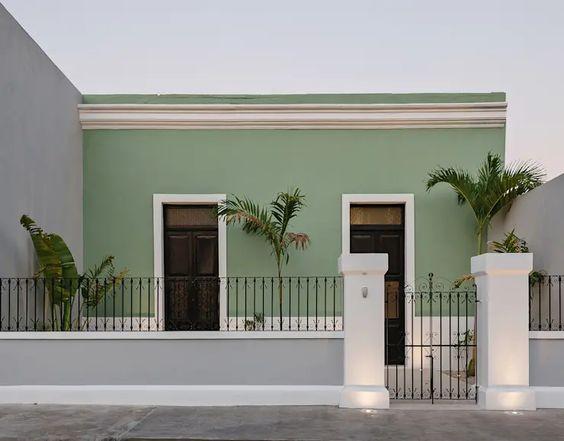 Fachada de casa colonial sencilla