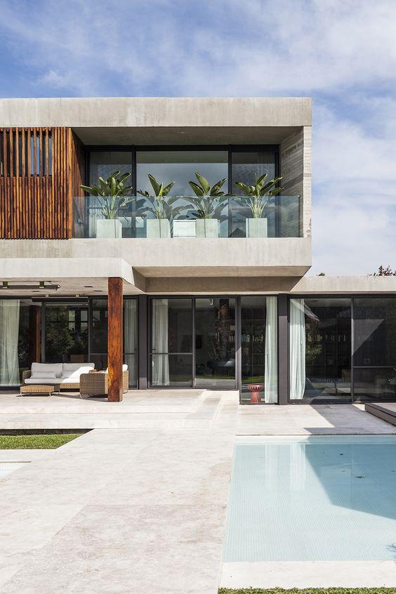 Fachada sencilla de concreto y madera para casa residencial