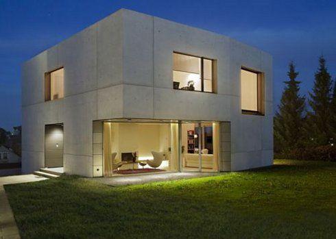 Concreto liso para fachada de casa cuadrada en tono neutro