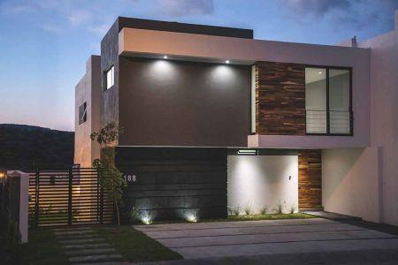 Fachada con madera para casa moderna de dos pisos