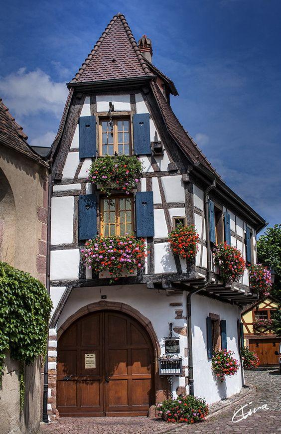 Fachada de casa vintage estilo holandés