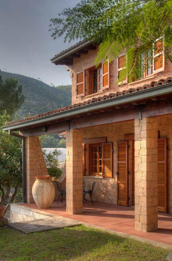 Fachada en piedra para casa estilo rústico
