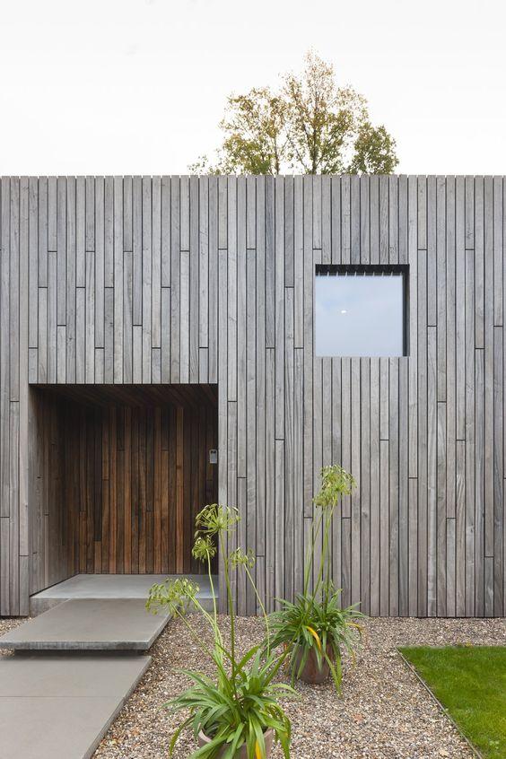 Madera para fachada de casa cuadrada sencilla