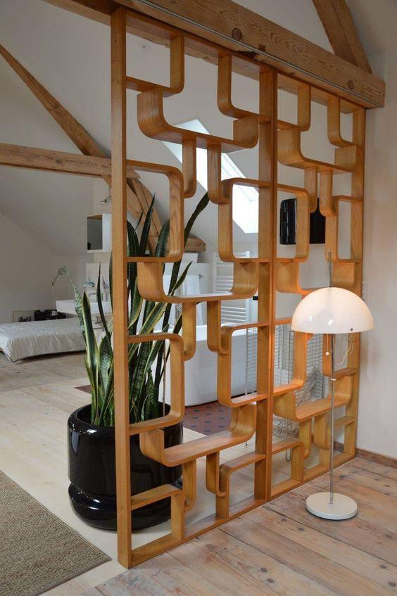 División de espacios con tablas de madera