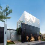 Fachadas de casas pequeñas introspectivas