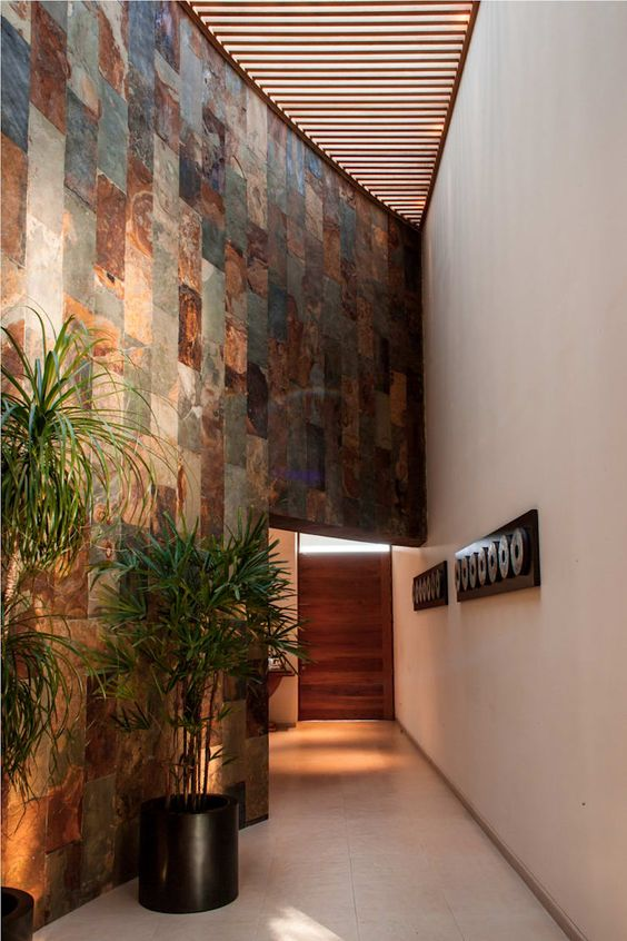 Muros internos modernos con toque rústico