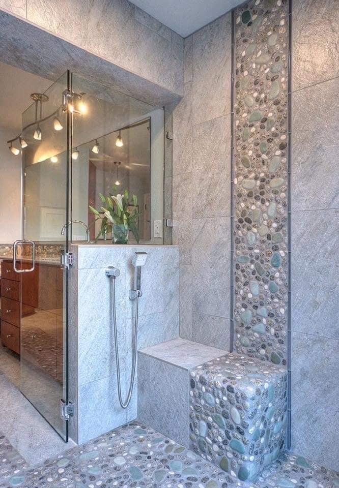Baños decorados con revestimiento de piedra