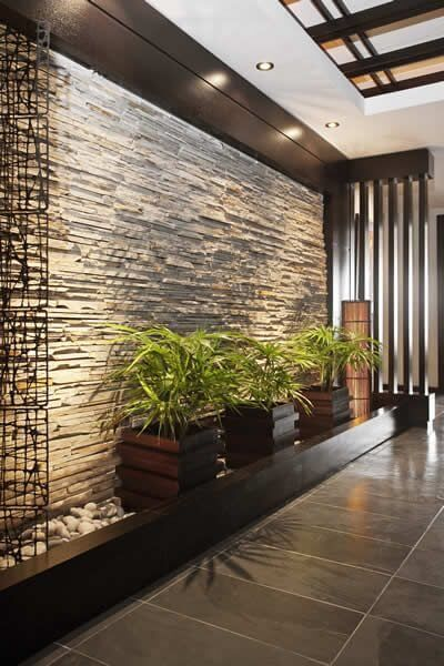 Muros interiores con revestimiento de piedra