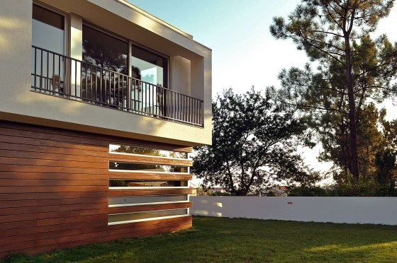 Fachadas de casas cuadradas de dos pisos