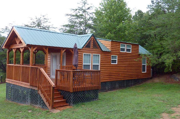 Fachada de una cabaña rústica de madera